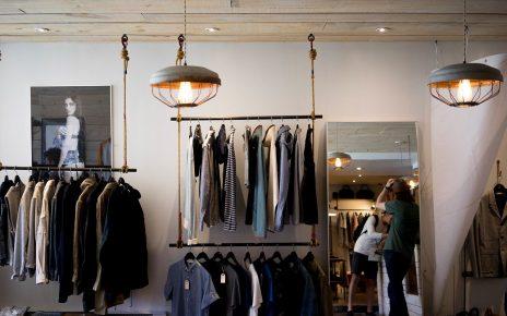 Odzieżowe oferty w hurtowniach